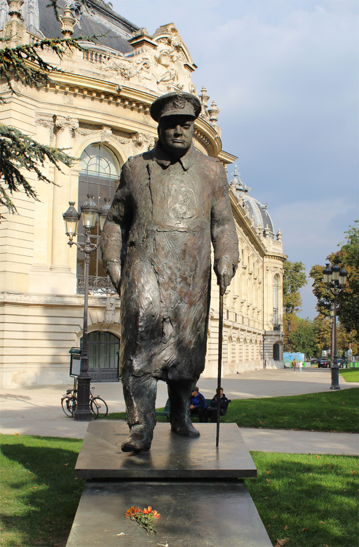 24 Hours in Paris: Winston Churchill Statue