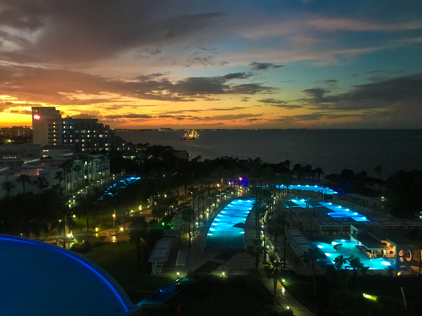 Hotel Riu Palace Peninsula - Cancun Resort Travel