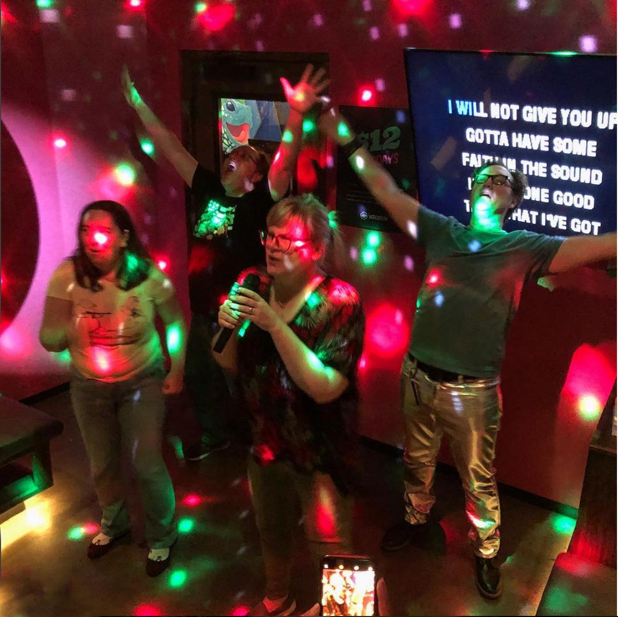 Karaoke Tips - Feel Comfortable Singing Your Heart Out #karaoke #singing #karaokeparty #karaokesongs